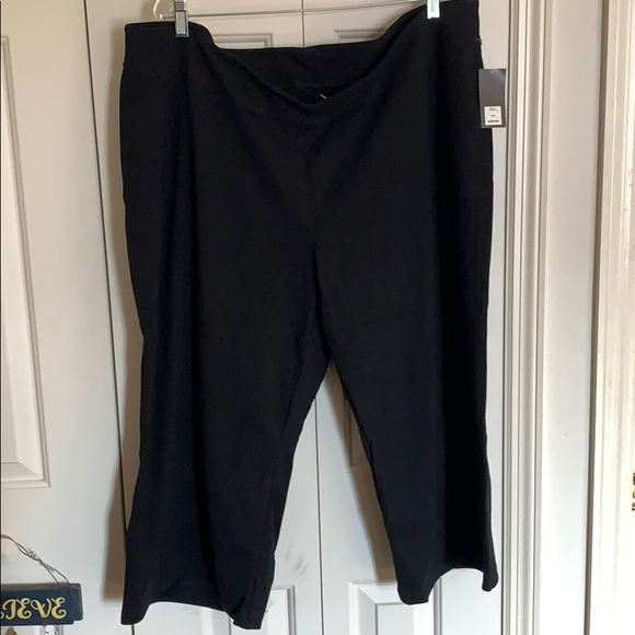 Old Navy Pants - Plus size women's active capris